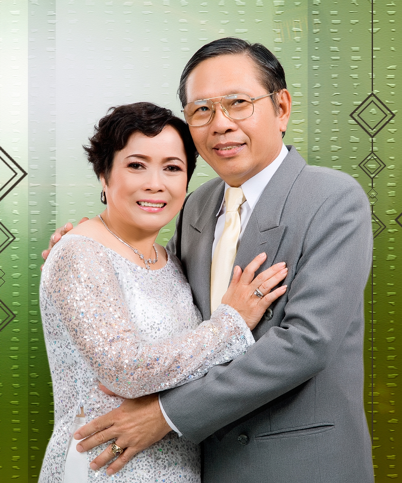 Kỷ niệm 42 năm ngày cưới / Yuse Luca .